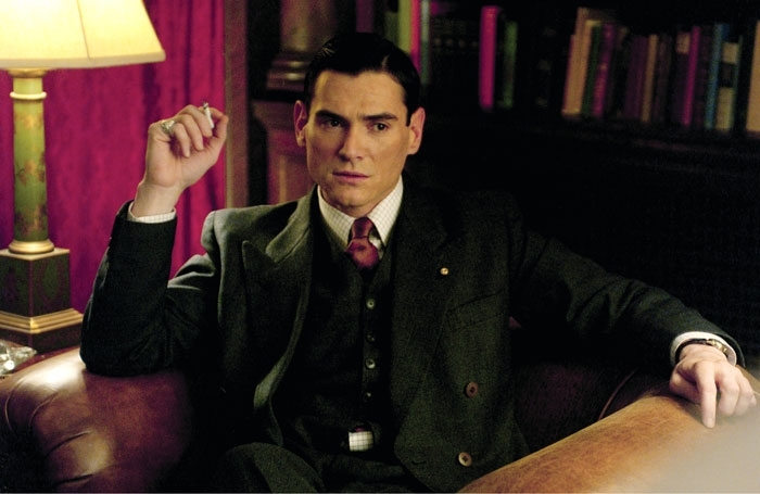 Billy Crudup in una scena del film The Good Shepherd