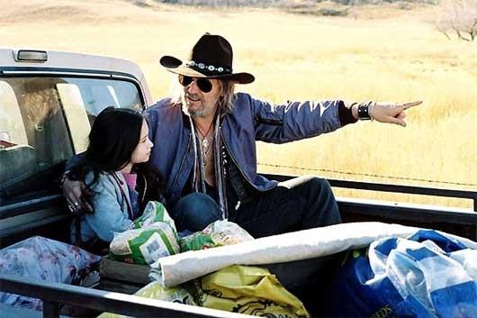 Jodelle Ferland e Jeff Bridges in una sequenza di Tideland