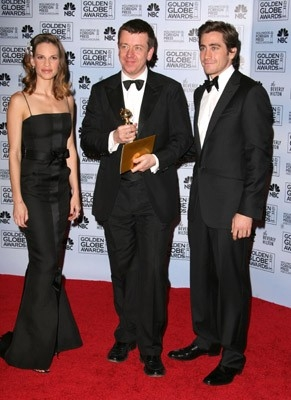 Jake Gyllenhaal e Hilary Swank con Peter Morgan, premiato per The Queen ai Golden Globes 2007