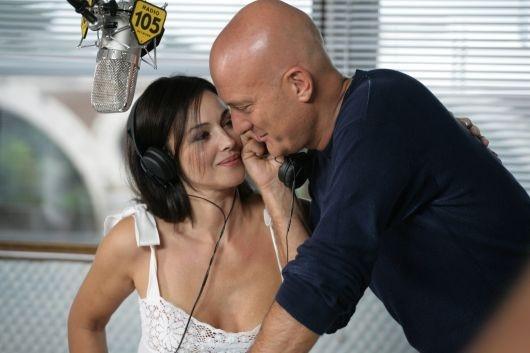 Claudio Bisio e Monica Bellucci in una scena di Manuale D'Amore 2 - Capitoli successivi