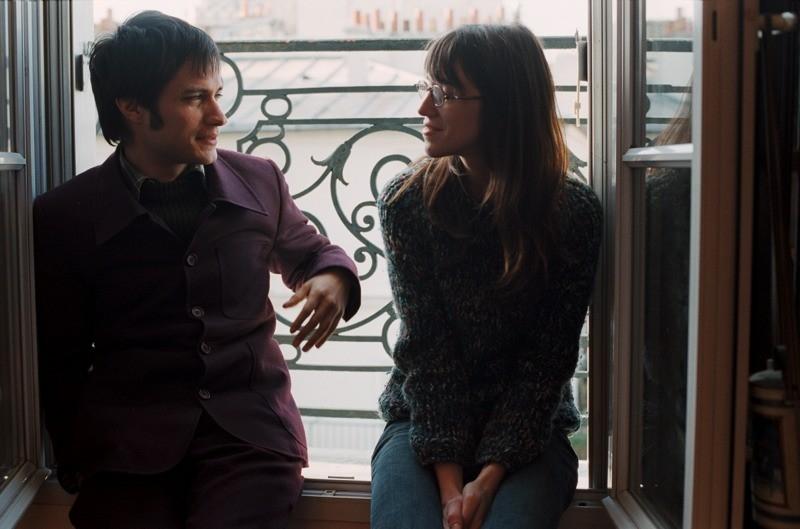 Gael García Bernal e Charlotte Gainsbourg in una bella scena del film L'arte del sogno