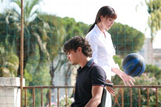 Riccardo Scamarcio e Monica Bellucci in una scena della commedia Manuale D'Amore 2 - Capitoli successivi