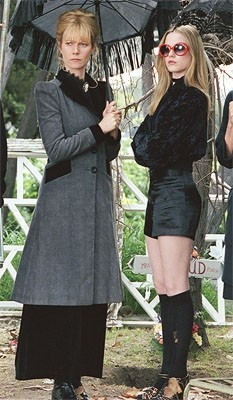 Evan Rachel Wood e Gwyneth Paltrow in una scena del film Correndo con le forbici in mano