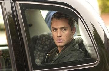 Jude Law in una scena di Complicità e sospetti (Breaking and Entering, 2006)