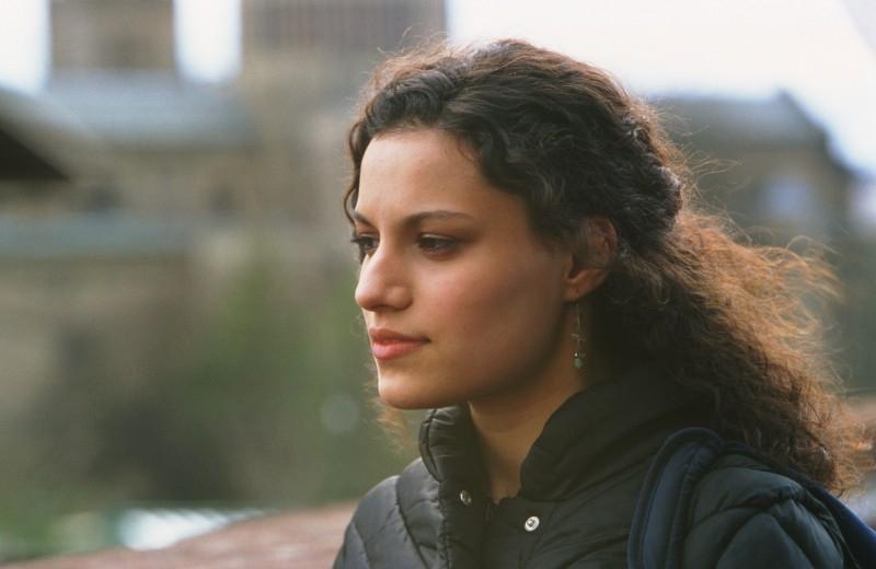 Samina Awan in una scena di Love + Hate