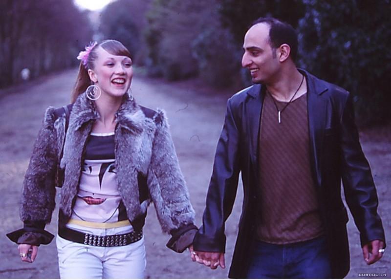 Wasim Zakir e Nichola Burley in una scena di Love + Hate