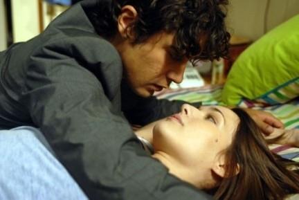 Riccardo Scamarcio e Laura Chiatti in una scena di Ho voglia di te (2007)