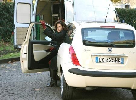 Anna Galiena in una scena del film Un amore su misura