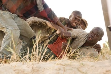 Djimon Hounsou in una scena del film Blood Diamond - Diamanti di sangue