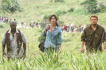 Jennifer Connelly, Leonardo DiCaprio e Djimon Hounsou in una scena del film Blood Diamond - Diamanti di sangue
