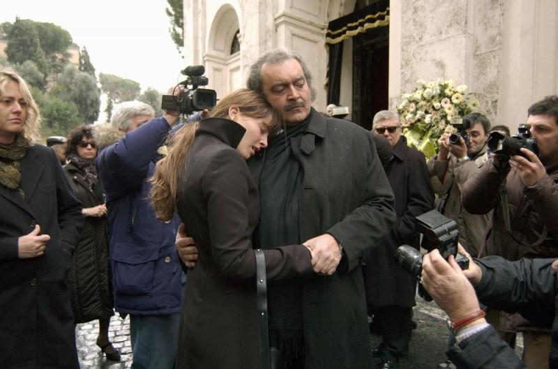 Violante Placido e Diego Abatantuono in una scena del film La cena per farli conoscere