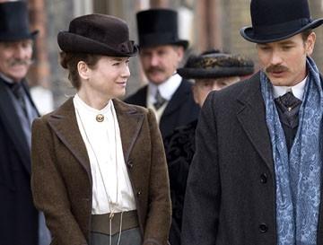 Renee Zellweger con Ewan McGregor in una scena di Miss Potter