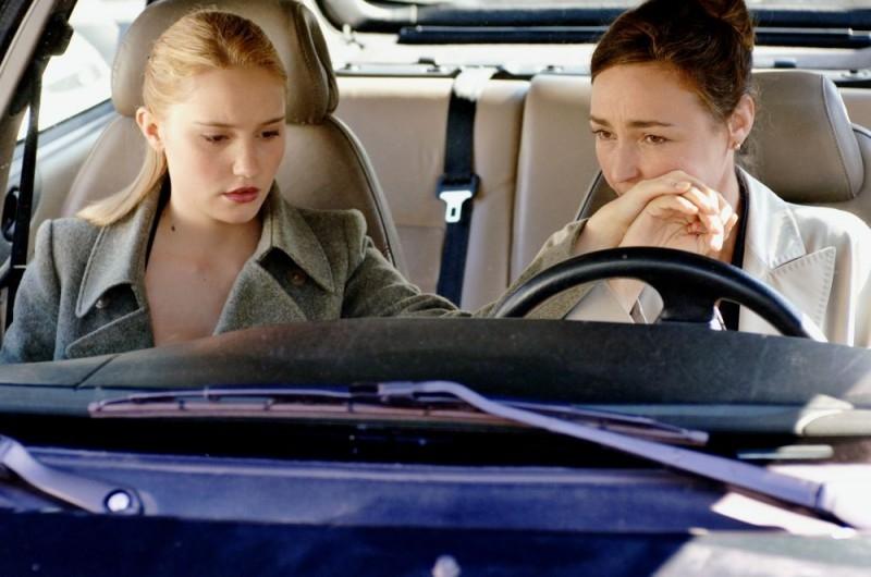 Deborah François e Catherine Frot in una scena del film La voltapagine