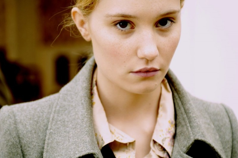 Deborah François  in una scena del film La voltapagine