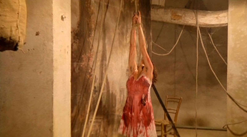 Francesca Marciano in una scena de La casa dalle finestre che ridono