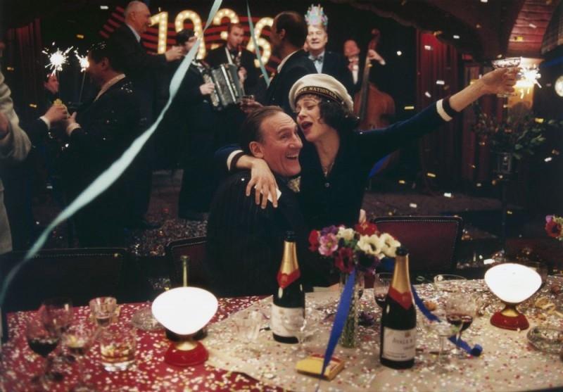Gerard Depardieu con Marion Cotillard in una scena de 'La vie en rose'