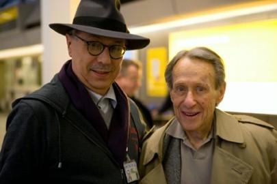Il direttore della Berlinale 2007 Dieter Kosslick accoglie all'aereoporto il registra Arthur Penn