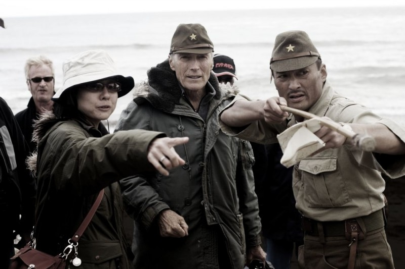 Clint Eastwood, Yuki Ishimaru e Ken Watanabe sul set di 'Lettere da Iwo Jima'
