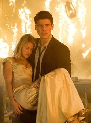 Laura Ramsey e Steven Strait in una scena del film The Covenant