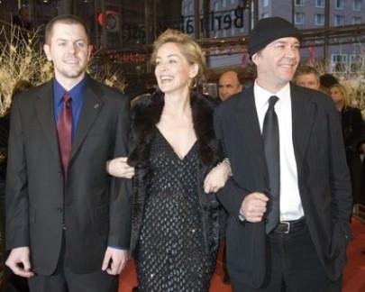 Ryan Eslinger, Sharon Stone e Timothy Hutton alla berlinale 2007 per presentare il film When a man falls in the forest