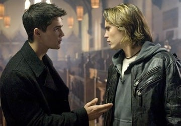 Taylor Kitsch e Steven Strait in una scena del film The Covenant