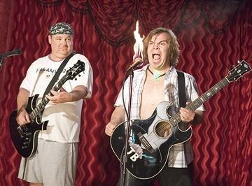 Jack Black e Kyle Gass scatenati in una scena di Tenacious D e il destino del rock