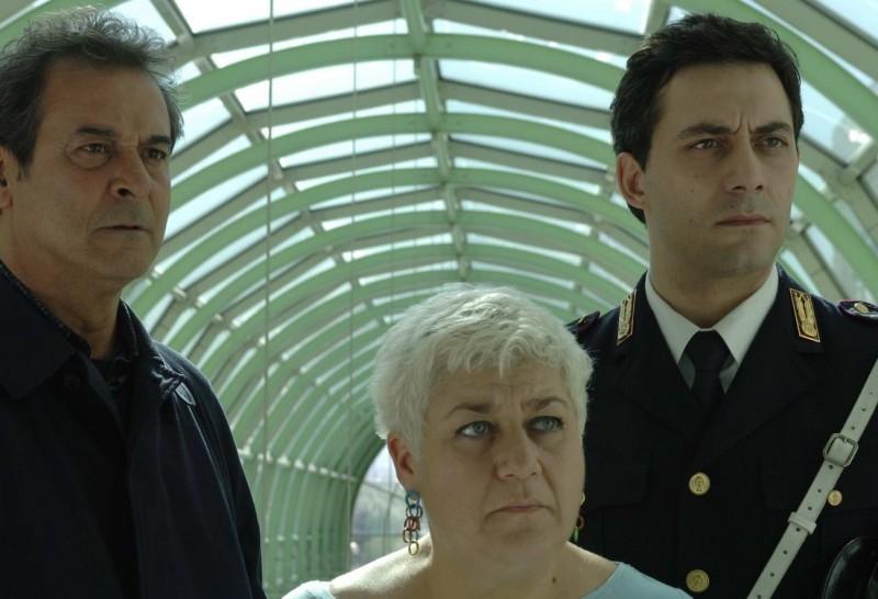 Ennio Fantastichini, Serra Yilmaz e Filippo Timi in una scena di Saturno Contro