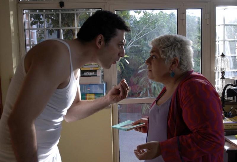 Serra Yilmaz e Luca Argentero in una scena di Saturno Contro