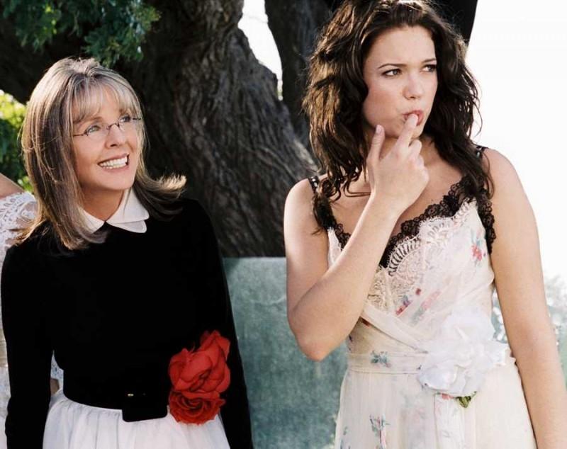 Diane Keaton accanto a Mandy Moore in una scena del film Perchè te lo dice mamma