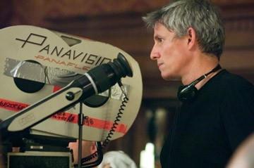John Curran sul set de Il velo dipinto da lui diretto