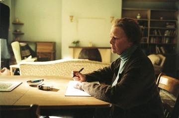 L'attrice Judi Dench in una scena del film Diario di uno scandalo