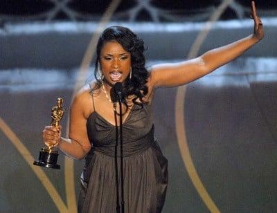 Jennifer Hudson riceve l'Oscar 2007 per la migliore attrice non protagonista per Dreamgirls