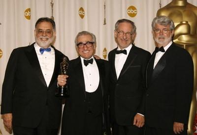 Martin Scorsese, Oscar 2007 come miglior regista per The Departed, viene premiato da Francis F. Coppola, Steven Spielberg e George Lucas