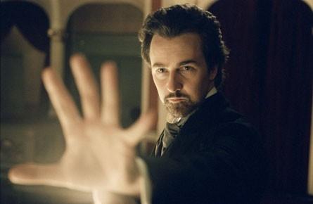 Edward Norton in una scena del film The Illusionist (2006)