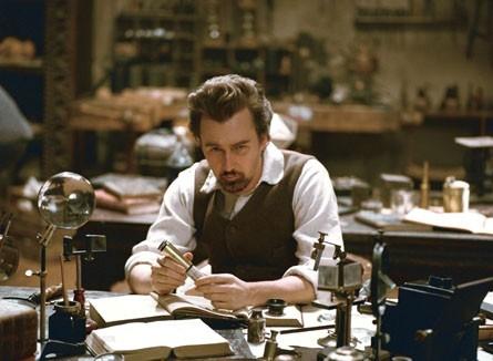 Edward Norton è il protagonista del film The Illusionist