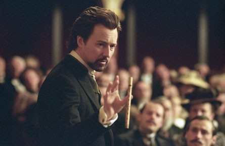 Edward Norton in una scena del film The Illusionist