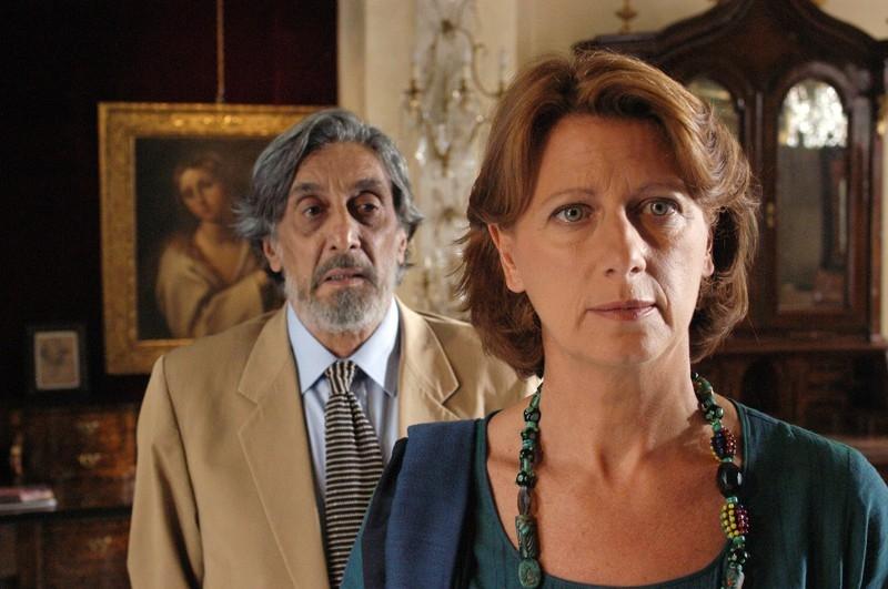 Flavio Bucci e Angela Finocchiaro in una scena del film Lezioni di volo