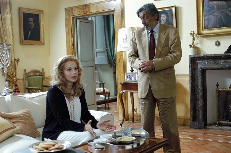 Flavio Bucci e Anna Galiena in una scena del film Lezioni di volo