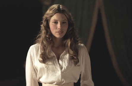 Jessica Biel in una scena del film The Illusionist