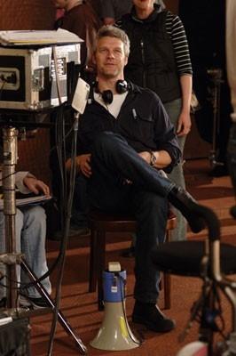 Neil Burger sul set del film The Illusionist, nel 2006