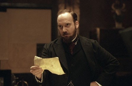 Paul Giamatti in una scena del film The Illusionist