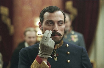 Rufus Sewell in una scena del film The Illusionist