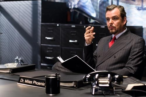 Danny Huston in una scena del film The Number 23