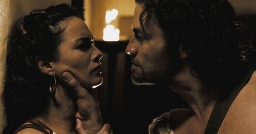 Dominic West e Lena Headey in una scena del film 300