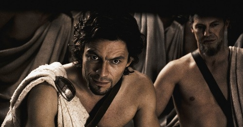 Dominic West in una scena del film 300