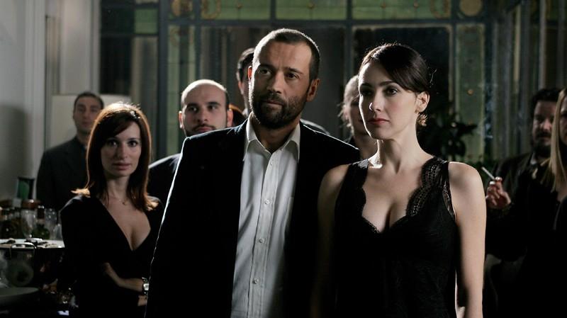 Fabio Volo accanto ad Anita Caprioli in una scena del film Uno su due