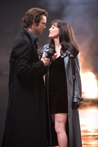 Virginia Madsen e Jim Carrey in una scena del film The Number 23