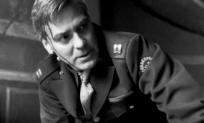 Una immagine di George Clooney nel film Intrigo a Berlino