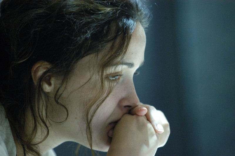 Rose Byrne in una scena drammatica del film Sunshine