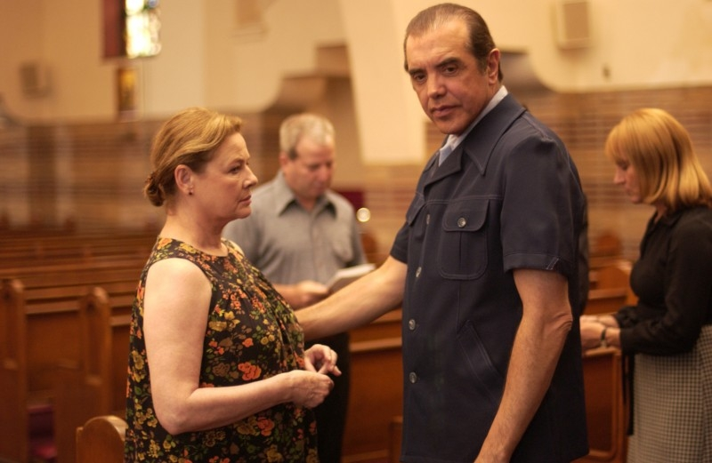 Dianne Wiest e Chazz Palminteri in una scena del film Guida per riconoscere i tuoi santi